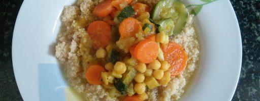 מרק ירקות וגרגרי חומוס עם קוסקוס