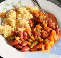 קוסקוס מתירס ושעועית אדומה עם ירקות ברוטב