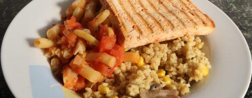 בורגול עם תירס ופטריות, שעועית צהובה בטימין ועגבניות ופרוסות טופו בטוסטר לחיץ