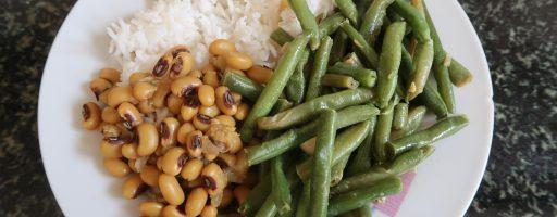 תבשיל לוביה יבשה ושעועית ירוקה מוקפצת