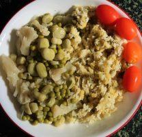 אורז עם עדשים צהובות ושמיר לצד תבשיל אפונה ופול ירוק