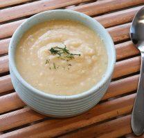 מרק אפונה צהובה וכרובית