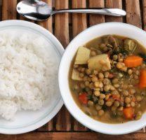 תבשיל עדשים וירקות בקרם קוקוס